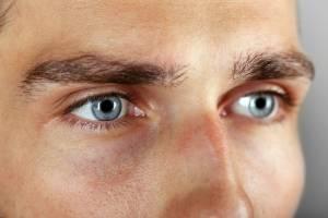 Schöne Augen dank Lidkorrektur bei Männern